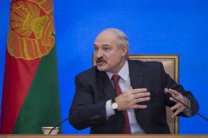 """A. Lukašenka piktinasi teisėjais, """"išmetusiais"""" baltarusių slidininką iš finalo"""