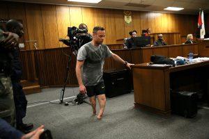 Laukdamas teismo nuosprendžio O. Pistorius pademonstravo kaip vaikšto ant bigių