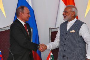 Indijos ir Rusijos lyderiai pasirašė gynybos ir energetikos sutarčių