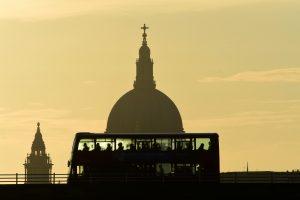 Londone dėl rastos bombos uždaryti Waterlo  ir Westminstero tiltai