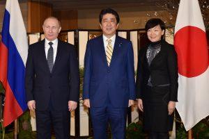 V. Putinas ir Sh. Abe susitiko spręsti teritorinio ginčo