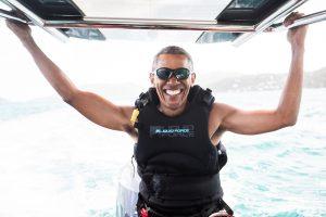 B. Obama mėgavosi atostogomis su britų verslininku R. Bransonu