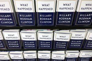 H. Clinton naujoje knygoje apie praėjusius rinkimus ieško pralaimėjimo priežasčių