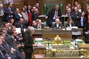 """Britų parlamentas priėmė dvi ir atmetė penkias """"Brexit"""" plano pataisas"""