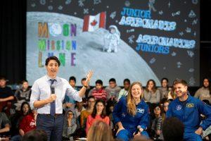"J. Trudeau: Kanada ""skrenda į mėnulį"""