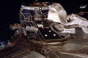 Astronautai atvirame kosmose pametė vieną iš apsauginių ekranų