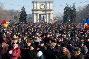 Moldovoje prieš naująją vyriausybę protesto mitinge dalyvauja 10 tūkstančių žmonių