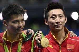 Olimpiados šuolių į vandenį varžybose triumfavo Kinijos sportininkų duetas
