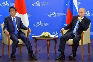 V. Putinas ir Sh. Abe bandė spręsti įsisenėjusį teritorinį ginčą dėl salų
