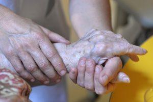 Suomių parlamentas diskutuoja apie galimybę įteisinti eutanaziją