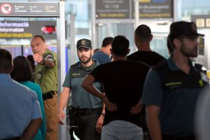 Barselonos oro uosto apsaugininkai paskelbė neterminuotą streiką