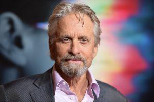 Holivudo žvaigždė M. Douglasas kaltinamas nederamu elgesiu