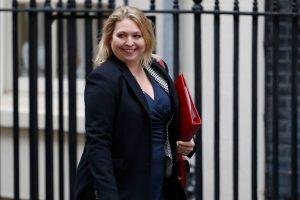 Britanijos premjerė paskyrė naują Šiaurės Airijos reikalų ministrę