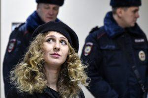 """FSB neleido išvykti iš Rusijos """"Pussy Riot"""" narei M. Aliochinai"""