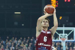 """""""Lietkabelio"""" krepšininkai draugiškose rungtynėse nugalėjo VEF ekipą"""