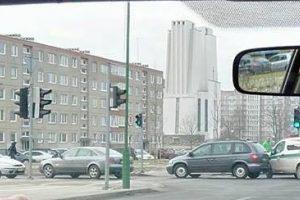 Uostamiestyje į avariją pateko policijos pareigūnų ekipažas