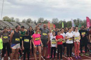 Bėgimo sezonas Kaune atidarytas: prie starto linijos – 2 tūkst. bėgikų