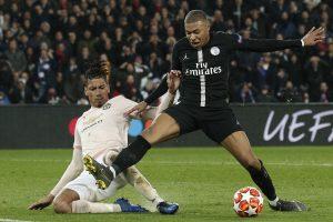 """""""Manchester United"""" įspūdingai laimėjo Paryžiuje ir pateko į ketvirtfinalį"""