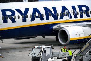 """""""Ryanair"""" pilotų streikas penktadienį nepatogumų sukels 55 000 keleivių"""