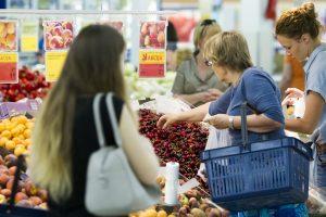 Tyrimas: lietuviai valgo sveikiau, bet tik darbo dienomis
