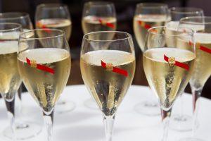Lietuvoje moterys suvartoja beveik tiek pat alkoholio, kiek vyrai