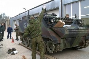 Vienos profesijos karių itin trūksta: mokomi ir šauktiniai