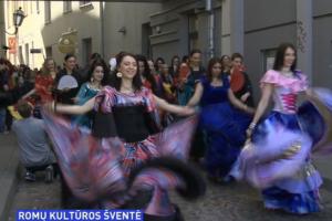 Romų kultūras diena paminėta teatralizuotomis eitynėmis