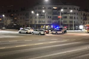 Avaringoje Kauno sankryžoje susidūrė keturi automobiliai