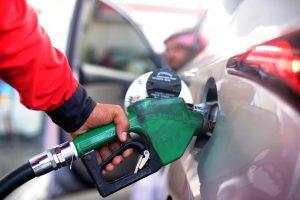 Saudo Arabija nuo antradienio 50 proc. ir daugiau brangina degalus