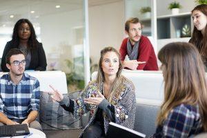 Ar itin draugiški santykiai darbe kenkia produktyvumui?