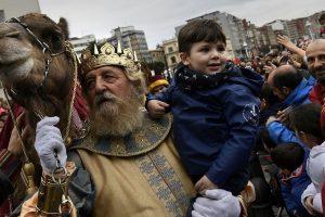 Ispanijos gatves užplūdo spalvingi Trijų Karalių šventės paradai