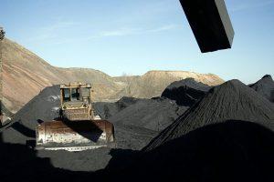 Istorinis susitarimas: JAV pradės tiekti anglis Ukrainai