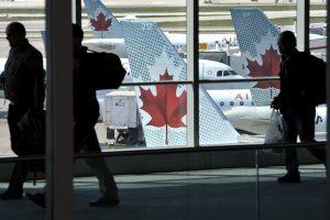Kanadoje lėktuve užsiliepsnojo mobilusis telefonas