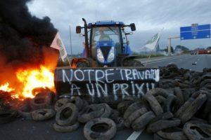 Apsiramino prancūzų ūkininkai, blokavę kelius į Alpes