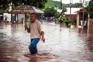 Potvyniai vakarų Meksikoje nusinešė mažiausiai penkias gyvybes