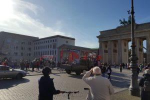 Lietuvos ambasadorių Berlyne nustebino sovietų vėliavos prie Brandenburgo vartų