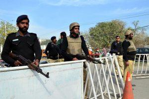 Pakistane po pražūtingos IS atakos sūfijų šventovėje nukauta 100 įtariamųjų