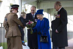 Berniukas karalienės Elizabeth akivaizdoje pademonstravo isterijos priepuolį