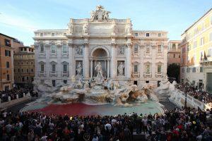 Pinigų pristigusi Roma žvilgsnį nukreipė į Trevi fontano monetas