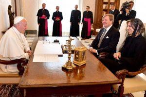 Nyderlandų karalius iš Vatikano grįžo su karališka relikvija