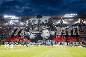 UEFA nubaus Lenkijos klubą dėl plakato, kuriuo primenamos nacių aukos