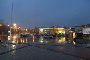 Naktį eismo sąlygas sunkins šlapdriba, plikledis ir rūkas