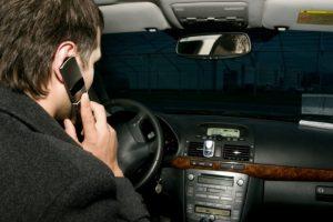 """""""Verslininkai"""" prie vairo: niekaip negali nekalbėti telefonu"""