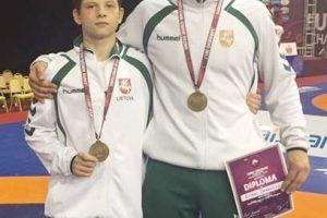 V. Savickas ir E. Čerepokas – Europos jaunių imtynių čempionato prizininkai