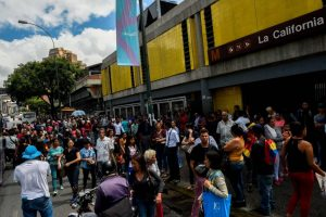 J. Guaido prašys parlamentarų paskelbti nepaprastąją padėtį Venesueloje