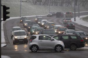 Susisiekimo ministerija svarsto, kaip turėtų būti apmokestinti automobiliai