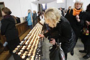 Velykų rytą tikintieji skubėjo į bažnyčią