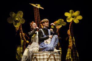 """""""Keistuolių teatro"""" spektaklyje – šmaikščiai apie savojo kelio paieškas"""