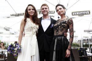 JAV ištekėjusi pop dainininkė E.Anusauskaitė vestuvių Lietuvoje neišsižadėjo
