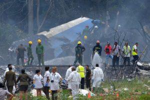 Iš Kuboje nukritusio lainerio ištraukti tik trys gyvi žmonės